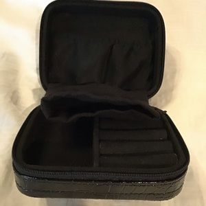 🌷Z GALLERIE  LEATHER JEWELRY CASE. NWT